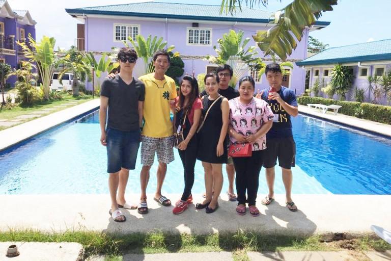 Đại diện trung tâm IELTS REX EDU sang thăm học viên đang luyện IELTS tại 1 trường Anh ngữ ở Philippines